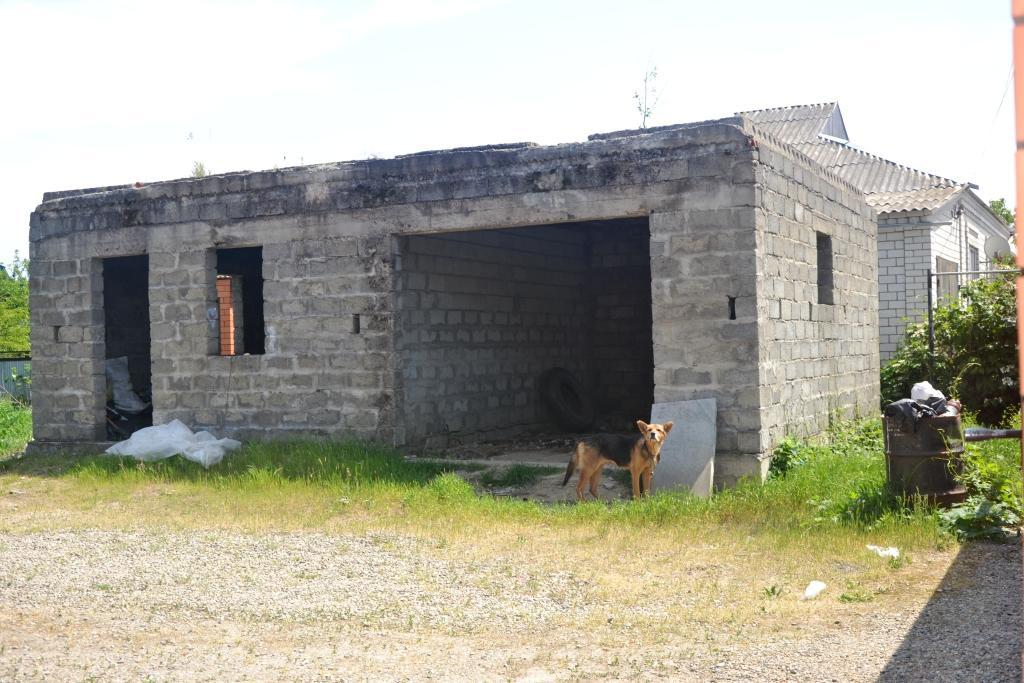 Продается недостроенный дом в г. Белореченск, Краснодарский край со всеми удобствами.